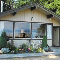 Deluxe Cabin Salmon Point Resort